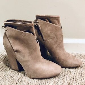 Light brown Kendall And Kylie boots